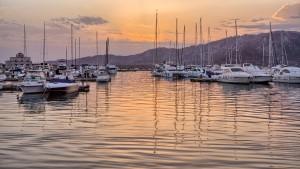 barche-ormeggiate-al-tramonto