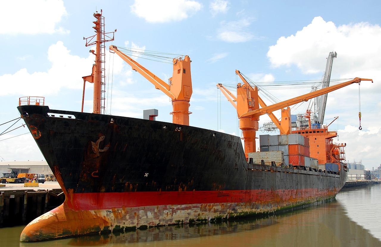 cargo-ship-1646752_1280