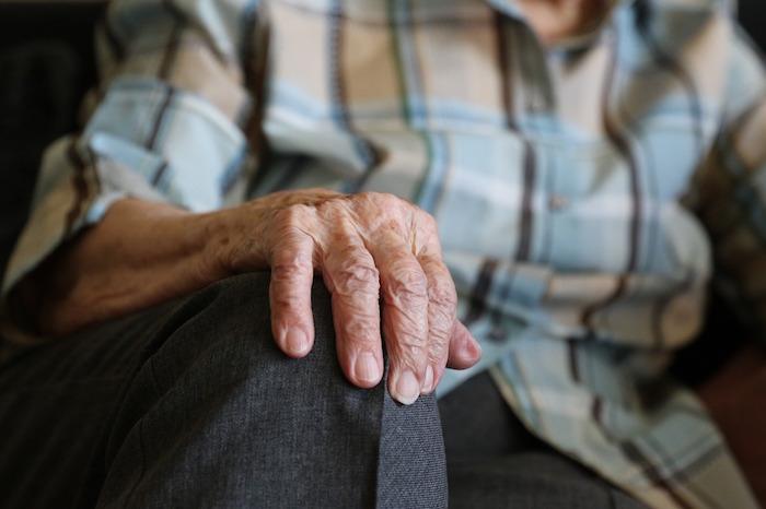 hands-1408480_1280