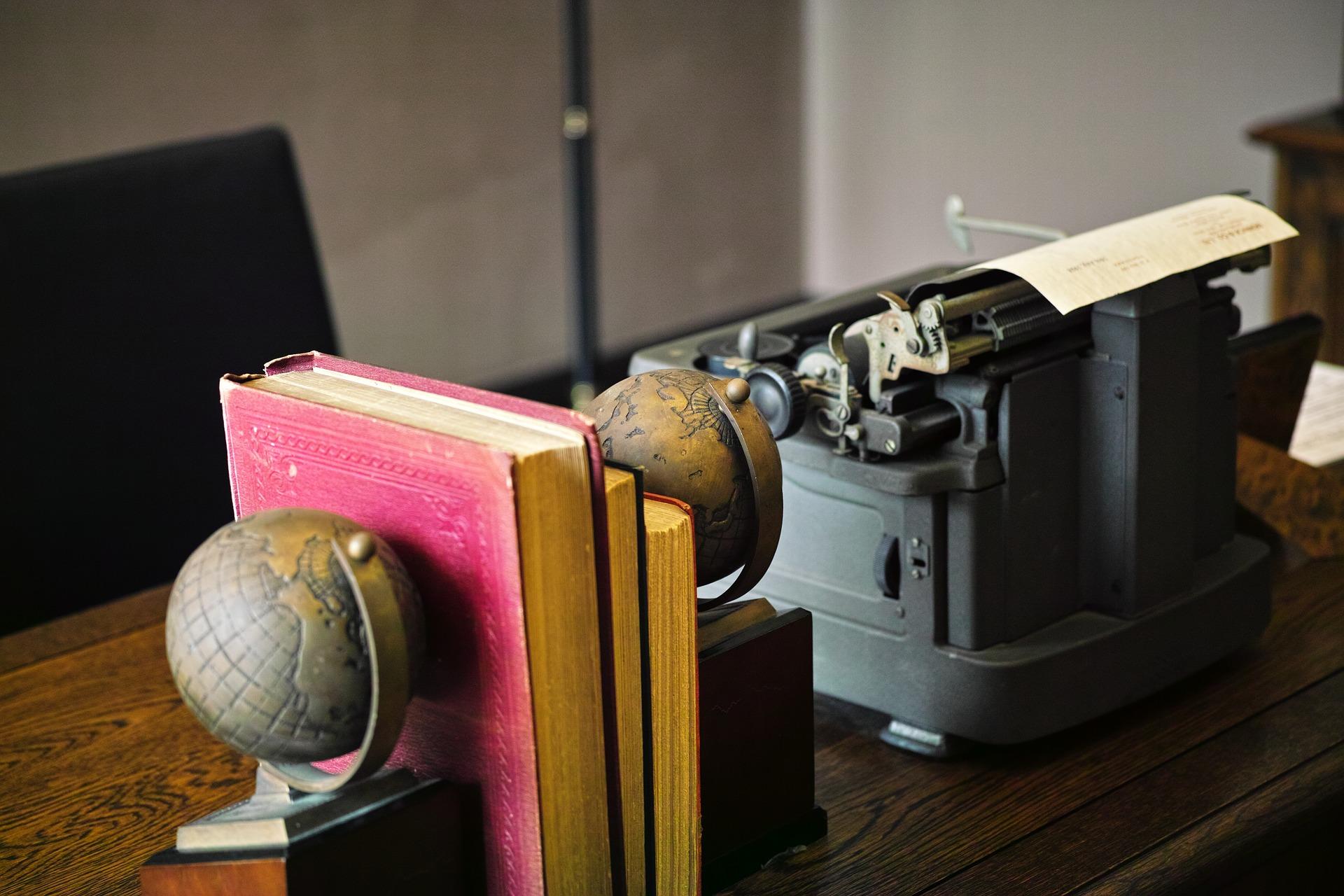 desk-1766367_1920